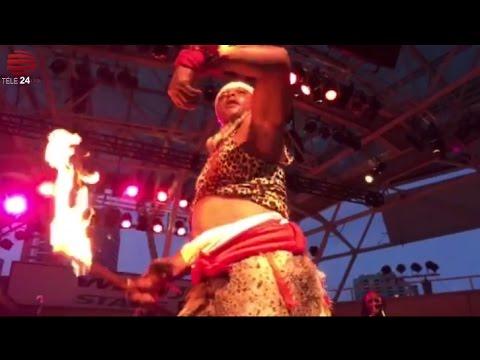 Télé 24 Live: Afrofest: spectacle d'un congolais a mitumbi moto somo!