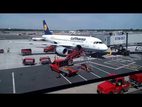 Flughafen Hamburg - Startvorbereitung einer Lufthansa Maschine Teil 2 - August 2017