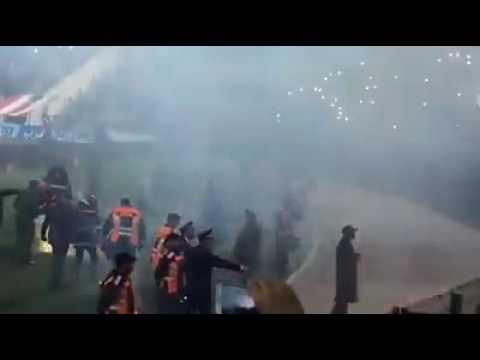 خطييير: هاشنو دارت جماهير الرجاء لرجال الشرطة في مباراة الرجاء والمغرب التطواني