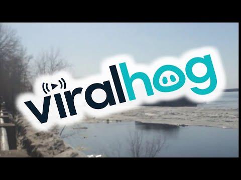 Venäläisestä joesta lähti jäät ja ravintola