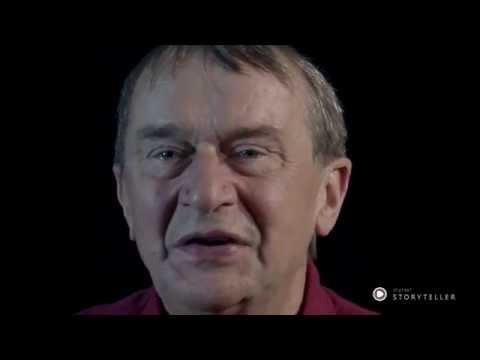 """Fortælleren Jens Peter Madsen med sin egen historie fra forestillingen """"De første fornemmelser"""" hvor den blev fortalt af Dorrit Lillesøe"""