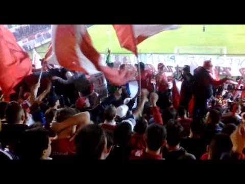 Rojo locura, yo soy de Avellaneda y tomo frula - La Barra del Rojo - Independiente