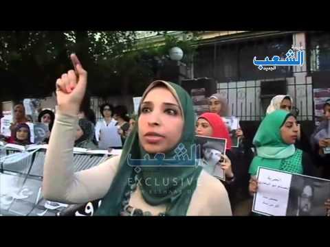 ليلى سويف ترفض الوقوف على سلم نقابة الصحفيين بسبب موقف ضياء رشوان والوقفة تنتقل إلى الرصيف المقابل