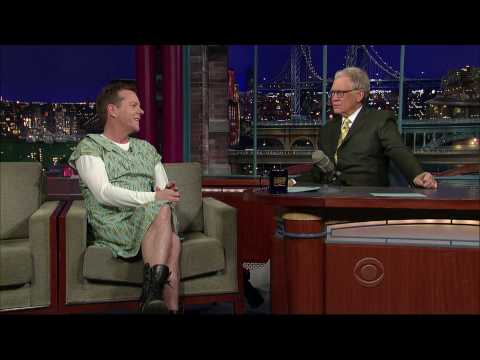 Kiefer Sutherland on Letterman… in a granny dress!