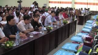 Thich Minh Tâm Phát Xe Lăn Cho Trẻ Em Tàn Tật Tại Tỉnh Hà Nam 4/6/2014