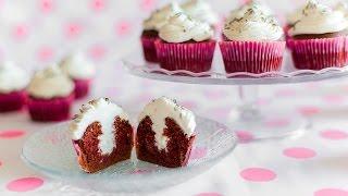 Cupcakes au chocolat, fourrés à la crème fouettée