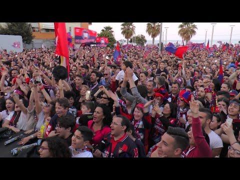 una folla infinitA per abbracciare la squadra, il video