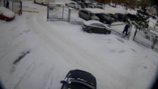 Опасная это работа - снег в Перми убирать