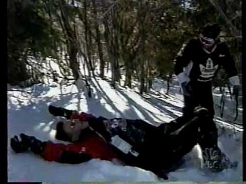 Conan se učí jezdit na snowboardu
