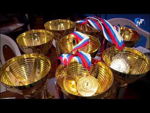 В спорткомплексе «Манеж» состоялось открытое первенство Новгородской области по спортивной акробатике