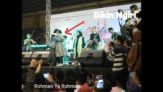 Video Ini dia reaksi fans saat duet bareng Nissa Sabyan - Rohman Ya Rohman MP3, 3GP, MP4, WEBM, AVI, FLV Agustus 2018