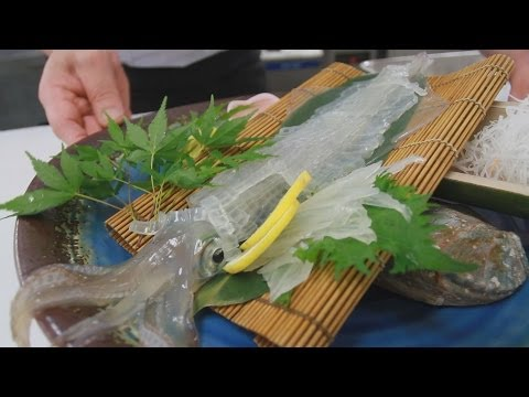 夏恒例の活き烏賊(いか)料理 豊岡