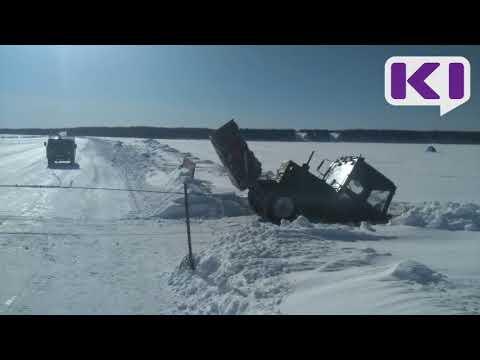 На переправе в Печоре под лед провалился трактор