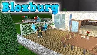 Mere Roblox Bloxburg ud, dudes! Jeg bygger terrassen og poolen og besøger fans! Læs mere om Roblox Bloxburg og spil det her: ...