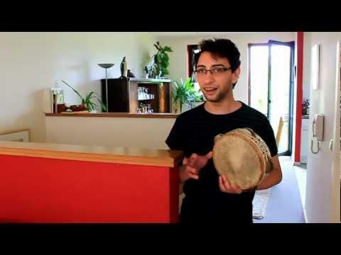"Anass Habib nous interprète majestueusement au bendir ""Nathalie"""