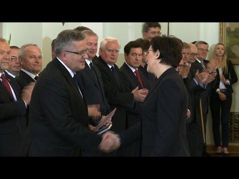 Government - Polish president Bronislaw Komorowski swears in the ne government of Ewa Kopacz, she takes over as Prime Minister from Donald Tusk. Duration: 00:59.