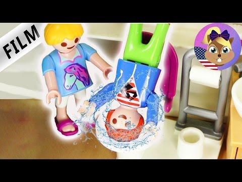 JULIAN CLOGGS THE BATHROOM! HANNA'S REVENGE! Playmobil Film - Kid's series