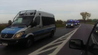 Setki radiowozów jadą właśnie w kierunku Warszawy…o 19 protest.