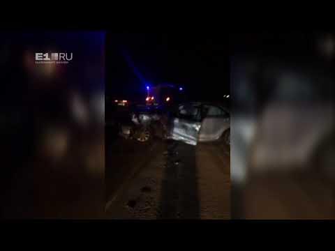 Спасателям пришлось распиливать авто, чтобы достать пострадавших