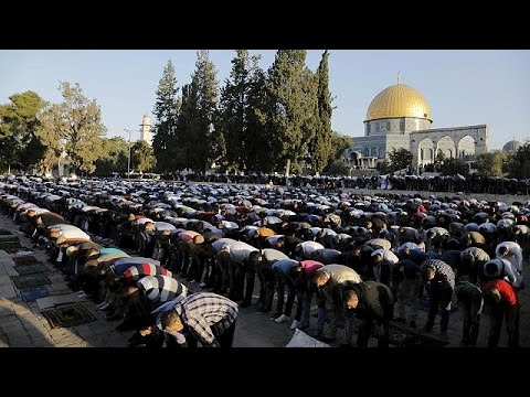 Οι μουσουλμάνοι γιορτάζουν το Ιντ-Αλ-Φιτρ