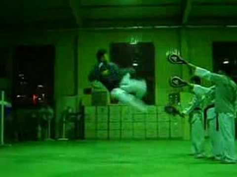 540 - 540kick.com } taekwondo korea national demonstraion team member 540 kick. best 540 kick i've ever seen. TIA missionary demonstraion team } Dong Kwon, Kang.