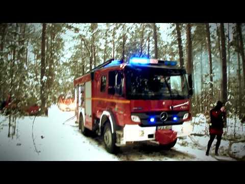 Pożar lasu i wypadek drogowy na granicy powiatów