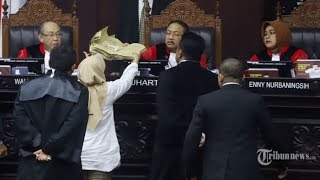 Download Video Keanehan yang Ditemukan KPU pada Bukti Amplop yang Dibawa Saksi Prabowo Sandi di MK MP3 3GP MP4