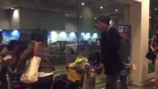 Download Lagu Nathan Hartono arrives in Changi Airport Mp3