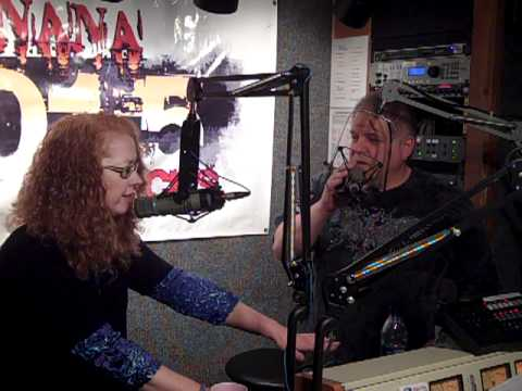 Comedian Hypnotist Rich Guzzi in the Banana 101.5 Studio.MP4