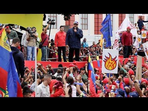 Βενεζουέλα: Σχεδόν 2 εκ. υπογραφές ζητούν την απομάκρυνση Μαδούρο