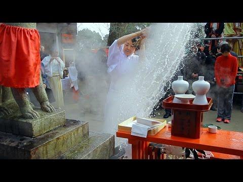 健康願い熱湯浴びる 神戸で湯立神事