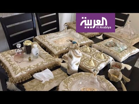 العرب اليوم - شاهد: سجادات صلاة وأغلفة مصاحف هدايا مناسبة إلى العائدين من الحج