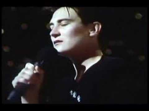 Crying - K D Lang sings Roy Orbison's classic : Crying.