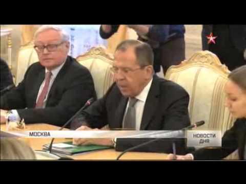 , title : 'Керри стоял и молчал, рассматривая флаг Украины на Арбате'
