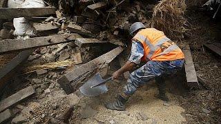 Depremin vurduğu Nepal'de arama kurtarma çalışmaları devam ediyor