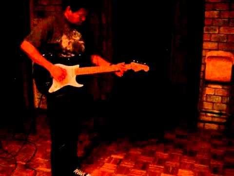 Kiko Cibrian Fender Stratocaster Tocando Hendrix  y AC DC =D