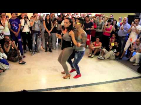 Kaytee e Barbara teaching Bachata at Salsitaly