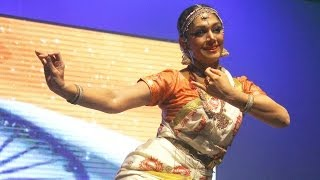 Video Shobana moves audiences with her Vande Mataram performance at the 11th CIFF download in MP3, 3GP, MP4, WEBM, AVI, FLV January 2017