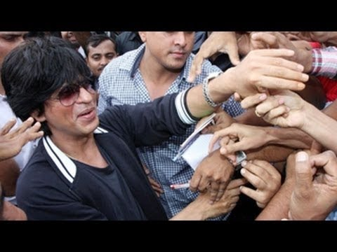 Shah Rukh Khan Creates Mayhem On Flight - BT