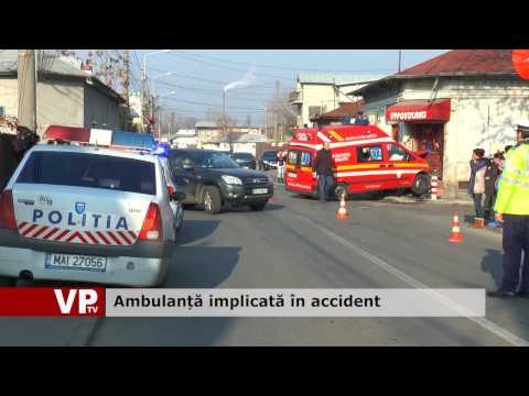 Ambulanță implicată în accident