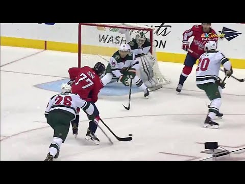 Video: Capitals' Oshie finishes off pretty passing play with one-timer