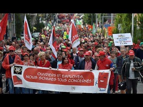 Βέλγιο: Χιλιάδες στους δρόμους για τους εργαζόμενους της Caterpillar που κινδυνεύουν να χάσουν…