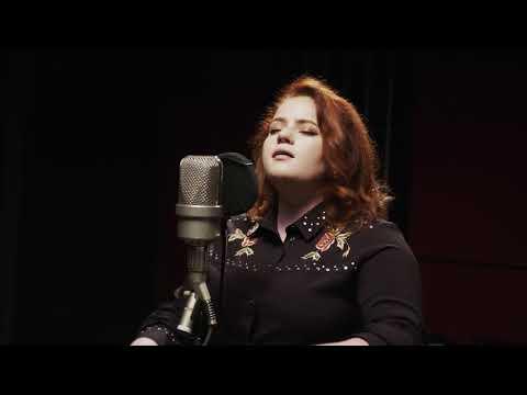 Áine Cahill - Beauty Is A Lie (Acoustic)