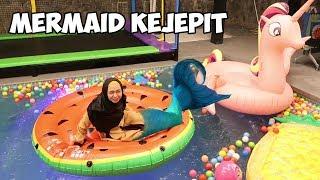 Download Video MERMAID KEJEPIT DI BAN BERENANG MP3 3GP MP4