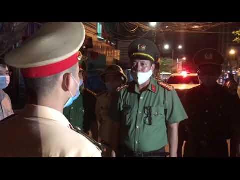 Đại tá Trần Đình Chung, Phó giám đốc CATP Đà Nẵng chỉ đạo tại các chốt chống dịch