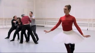 Video Becoming the Queen of Hearts - The Royal Ballet's Alice's Adventures in Wonderland MP3, 3GP, MP4, WEBM, AVI, FLV Juni 2019