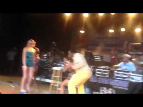 Ladies dancing with John Witherspoon @ U92 summer jam
