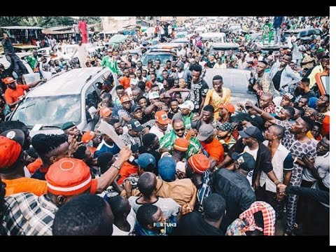 See How crowd Screams As Adegbodu Welcome in Davido At Senator Adeleke Rally While Performing
