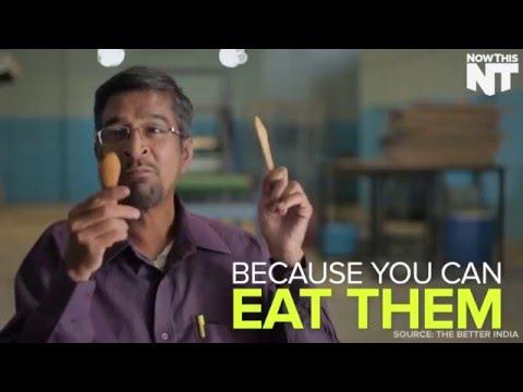 這男子成功發明出「可以吃下肚子的餐具」,看完後大家都覺得地球有救了!