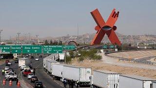 Camiones atrapados en la frontera entre México y Estados Unidos tras amenaza de Trump